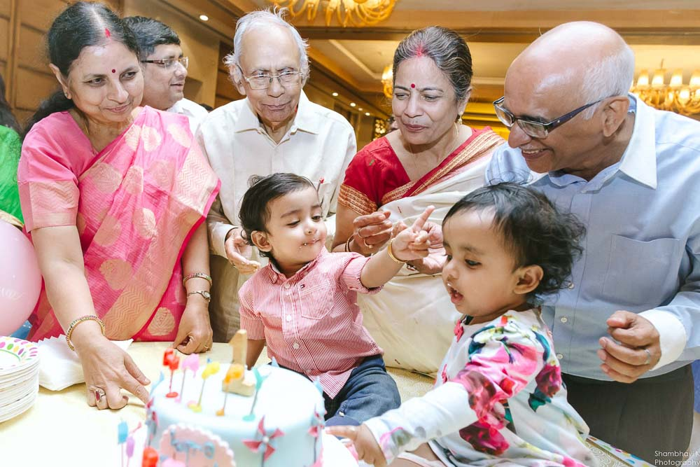 candid moments of cake cutting