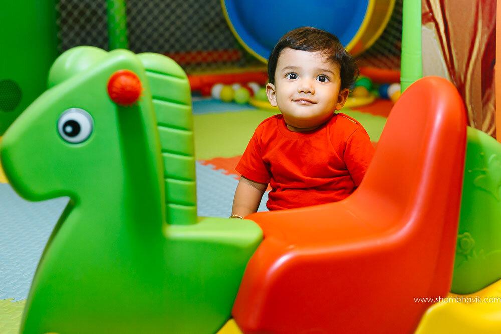 Playarea_photoshoot_indoor_candid_1_year_old_boy_fundays_dwark-3.jpg