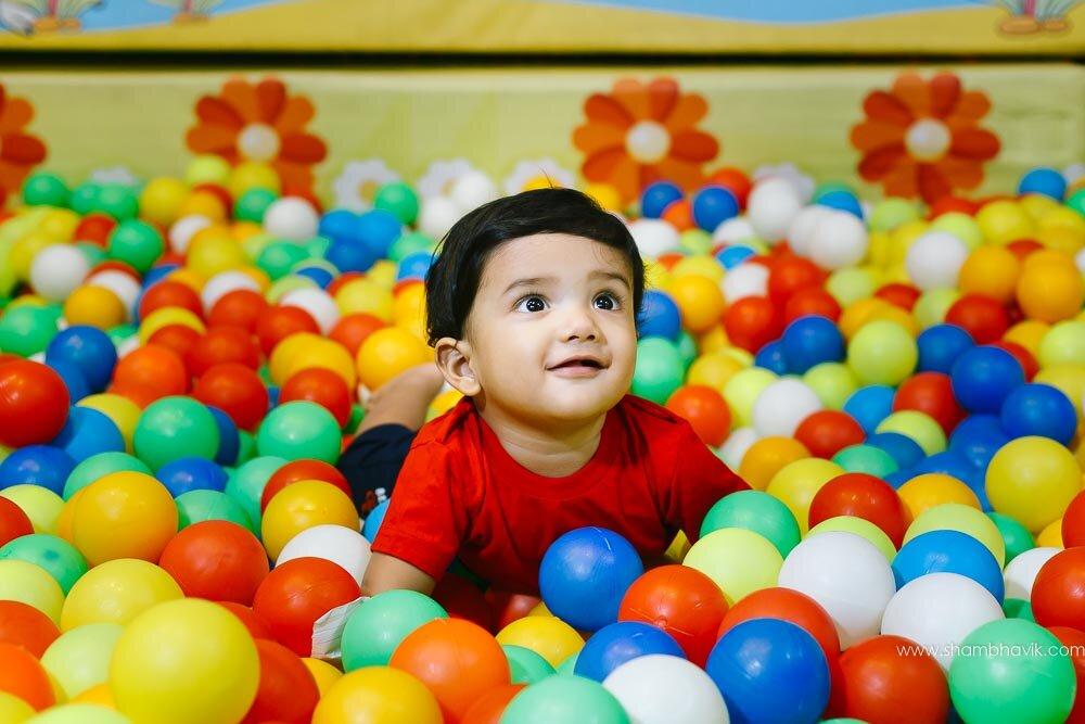 Playarea_photoshoot_indoor_candid_1_year_old_boy_fundays_dwark.jpg