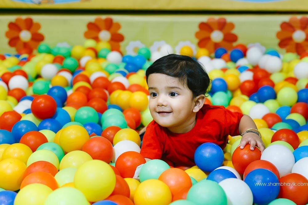 Playarea_photoshoot_indoor_candid_1_year_old_boy_fundays_dwark-2.jpg