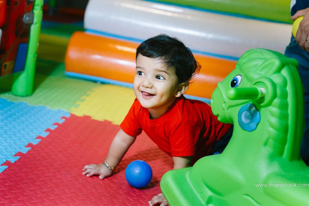 Playarea_photoshoot_indoor_candid_1_year_old_boy_fundays_dwark-7.jpg