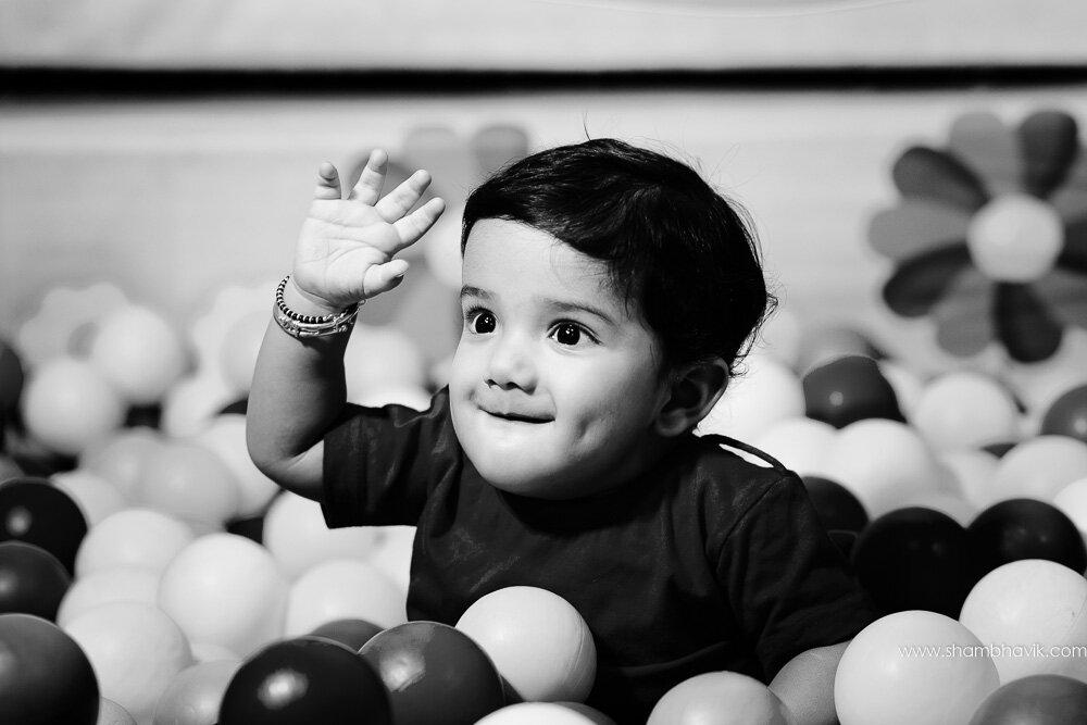 Playarea_photoshoot_indoor_candid_1_year_old_boy_fundays_dwark-4.jpg