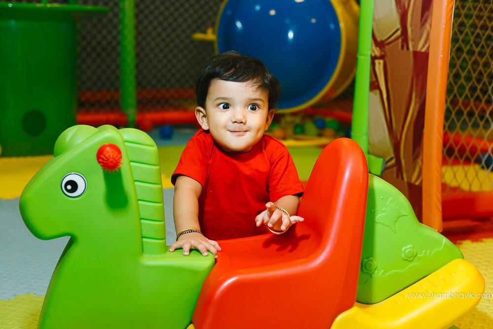 Playarea_photoshoot_indoor_candid_1_year_old_boy_fundays_dwark-6.jpg