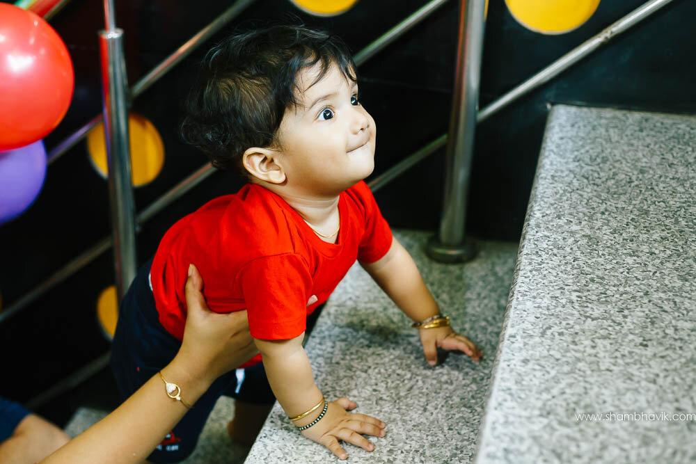 Playarea_photoshoot_indoor_candid_1_year_old_boy_fundays_dwark-10.jpg
