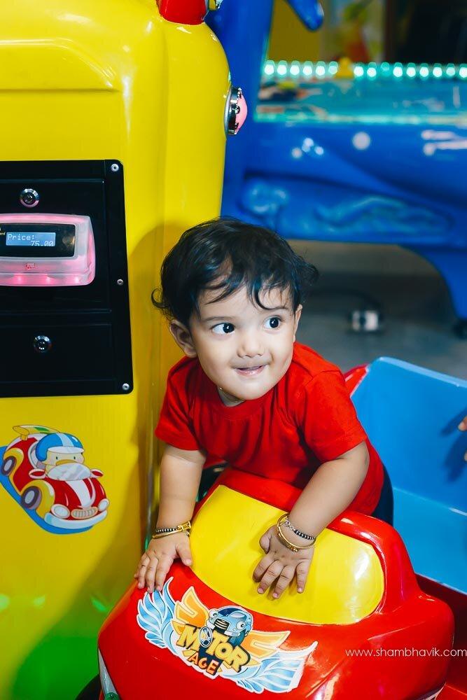 Playarea_photoshoot_indoor_candid_1_year_old_boy_fundays_dwark-13.jpg