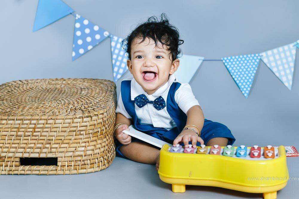 studio_photoshoot_indoor_candid_1_year_old_boy_delhi-19.jpg
