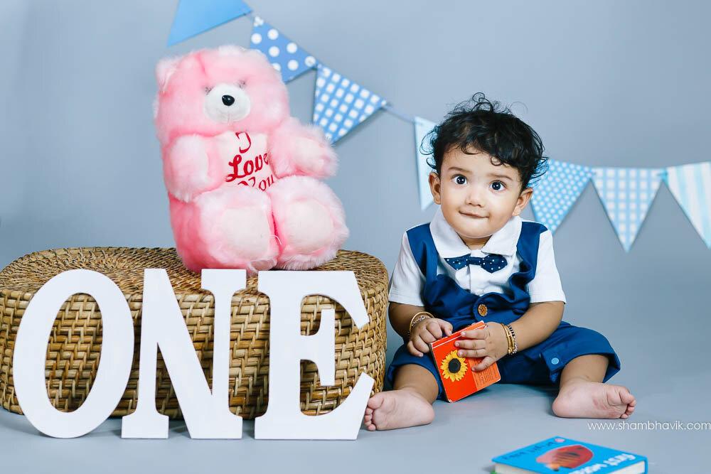 studio_photoshoot_indoor_candid_1_year_old_boy_delhi-17.jpg