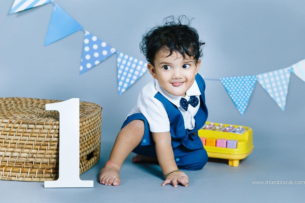 studio_photoshoot_indoor_candid_1_year_old_boy_delhi-18.jpg