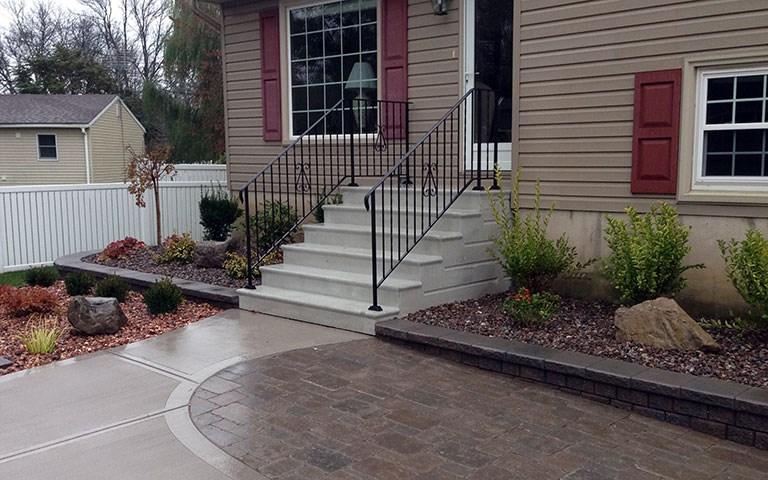 precast-steps-iron-railing-3.jpg