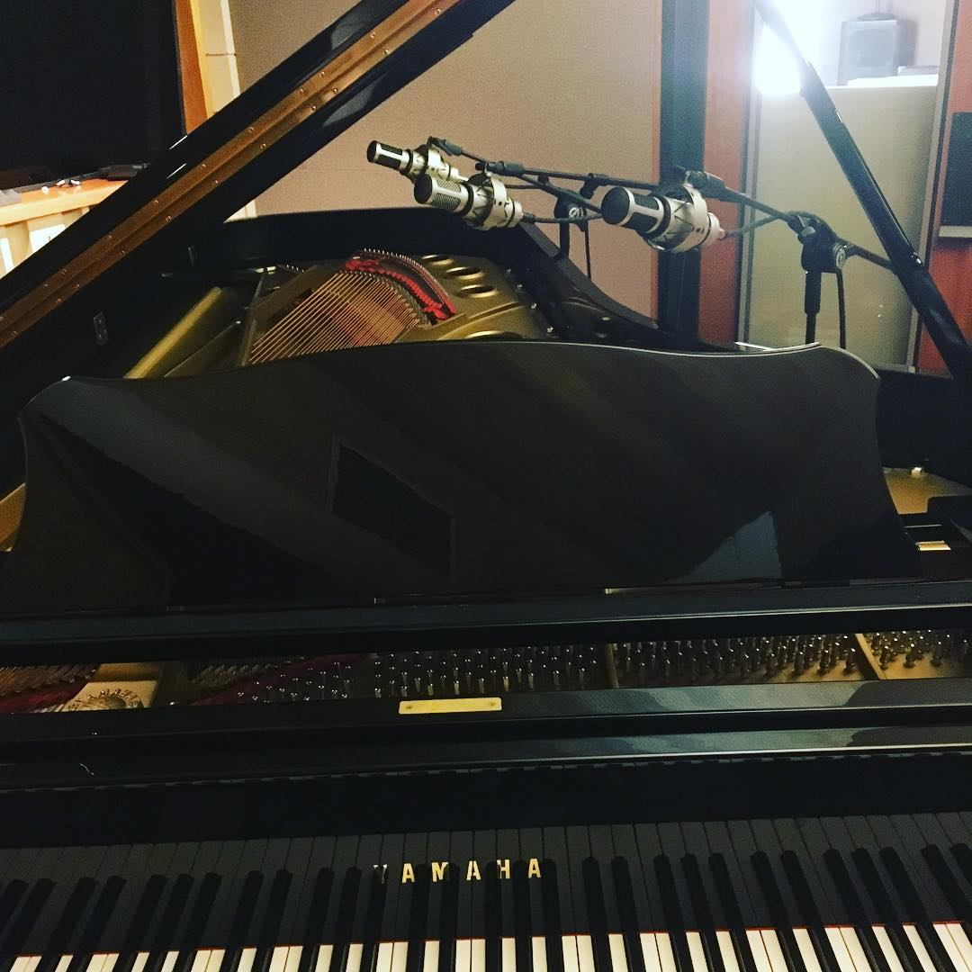 Piano with 3 Brauner VMX mics...