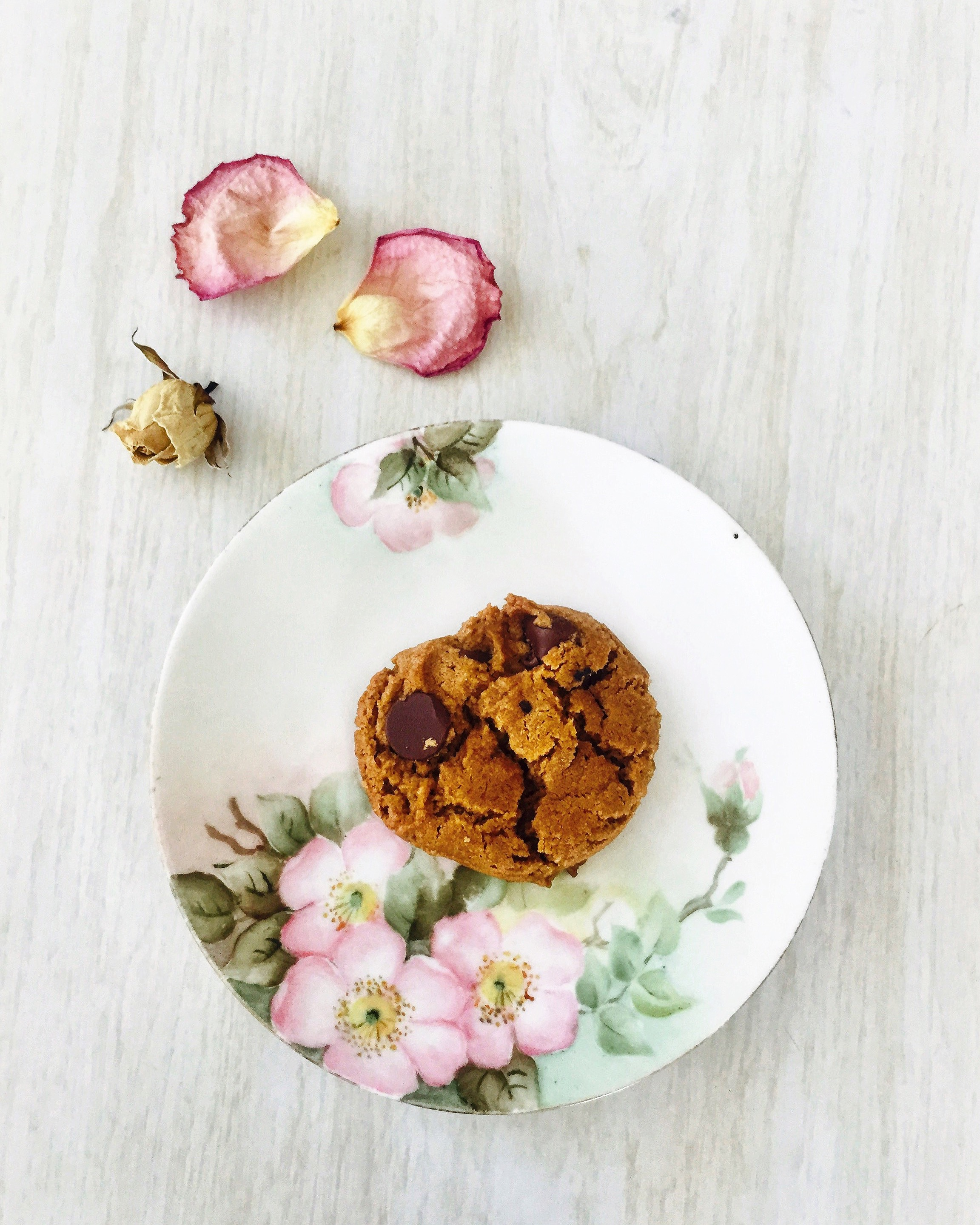 Gluten-free peanut butter, chocolate chip cookie recipe is the May 2019 feature from the Full Moon Baking Club.