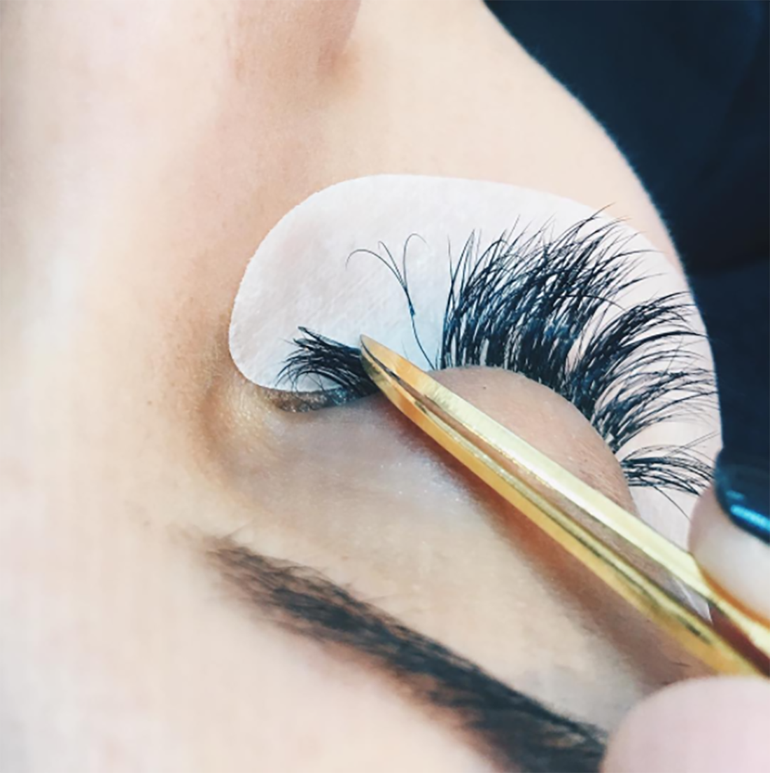 This is what your lashes will look like when it is ready for a lash fill. If you're on the fence about getting lash extensions you'll want to ready this post on beautybyjessika.com. Photo via @letslash.