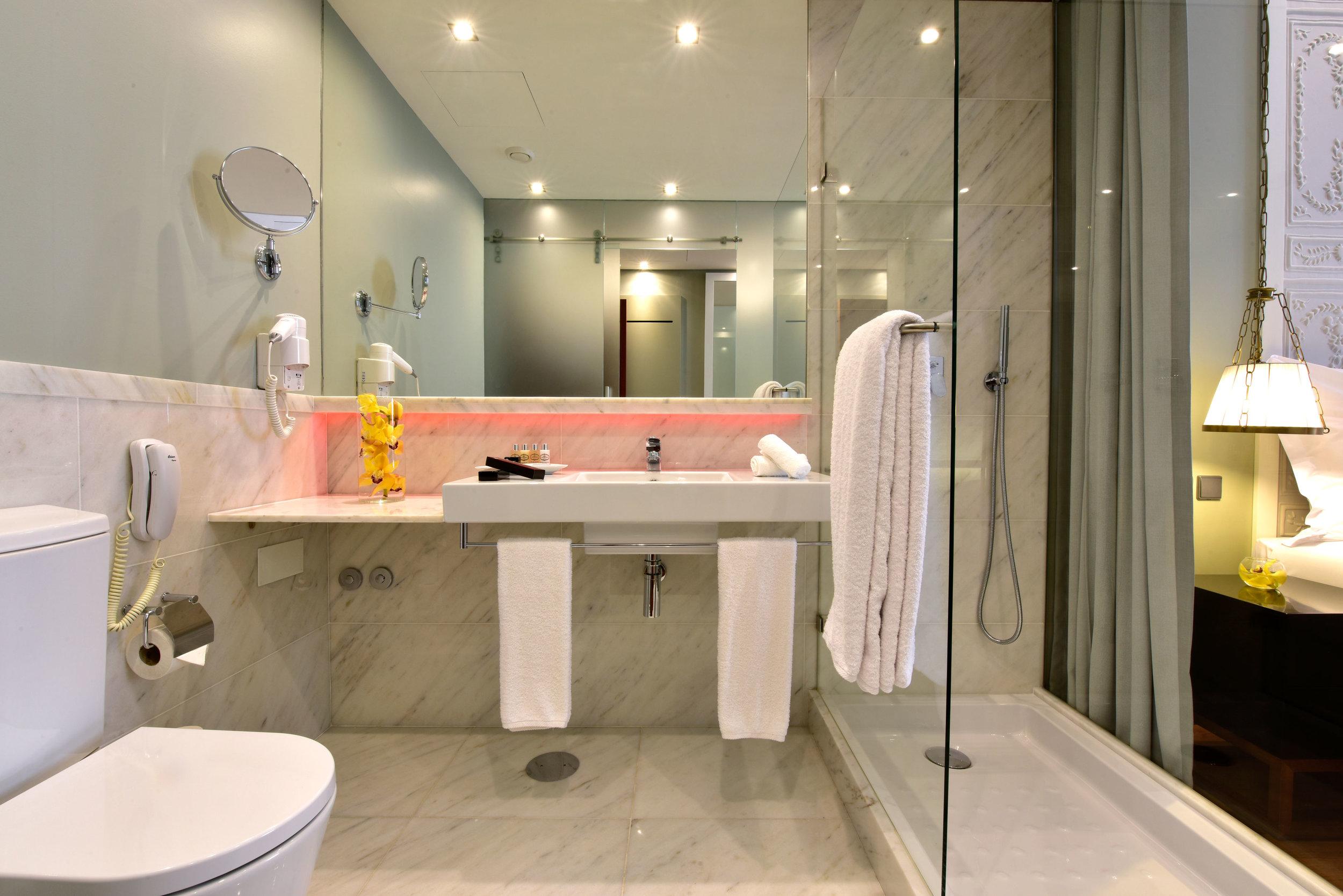Pousada de Lisboa - Praca do C Guest Room Bathroom.jpg