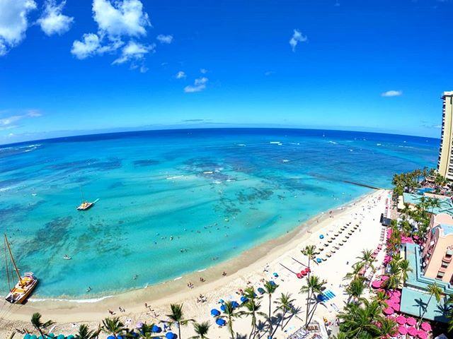 Oh the blue! 😍 . . . #outriggerwaikiki #waikiki #waikikibeach #honolulu #hawaii #shaka #aloha #travel #igtravel #passionpassport #instatraveling #abmtravelbug #abmlifeiscolorful #beautifuldestinations #beach #beachlife #gopro #goprohero7