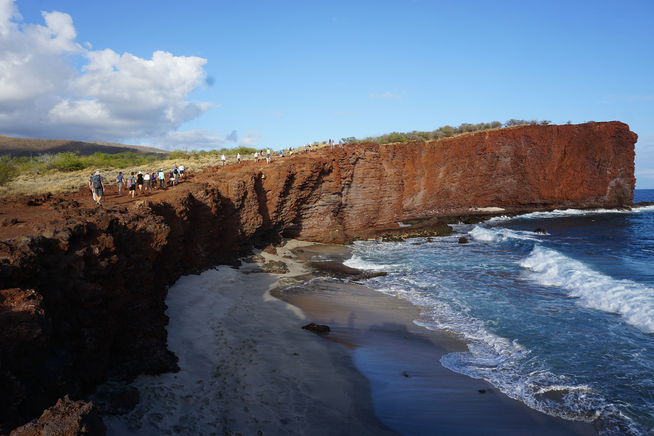 2200x1467-HI-Hike-up-to-Sweetheart-Rock-Lanai.jpg