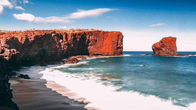Pu'upehe (Sweetheart Rock) in Lanai, Hawaii. What a sight! . . . #Hawaii #UnCruise #travelblogger #exploremore #beautifuldestinations #sweetheartrock #lanai #abmtravelbug