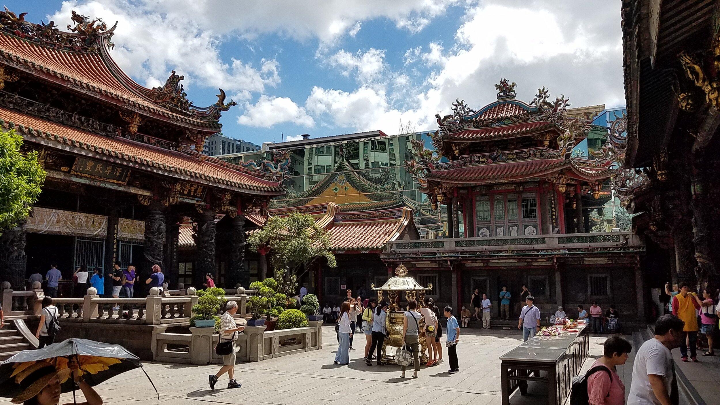 Longshan Temple, a contemplative oasis
