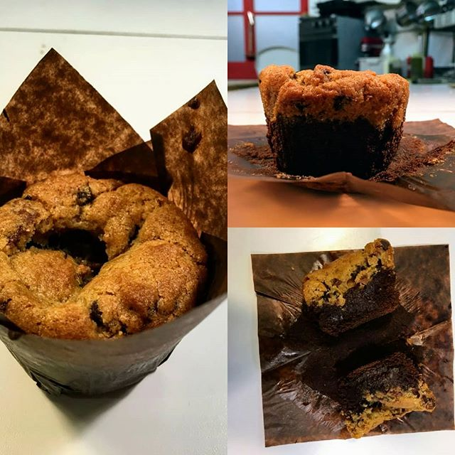 Nouveau dessert du moment actuellement chez Chères Cousines!  Tous les matins, nous vous préparons (pour nous aussi ... 😉😋) des nouvelles petites gourmandises diaboliquement addictives... alliant une couche de brownie et une couche de cookie 🍪: on vous présente le BROOKIE!  Miam! 👏  #brookie #browniecookies #dessertdumoment #lyon #lyonfoodies #lyonbagel #lyonfood #restaurantlyon #dessertsfaitmaison #homemade