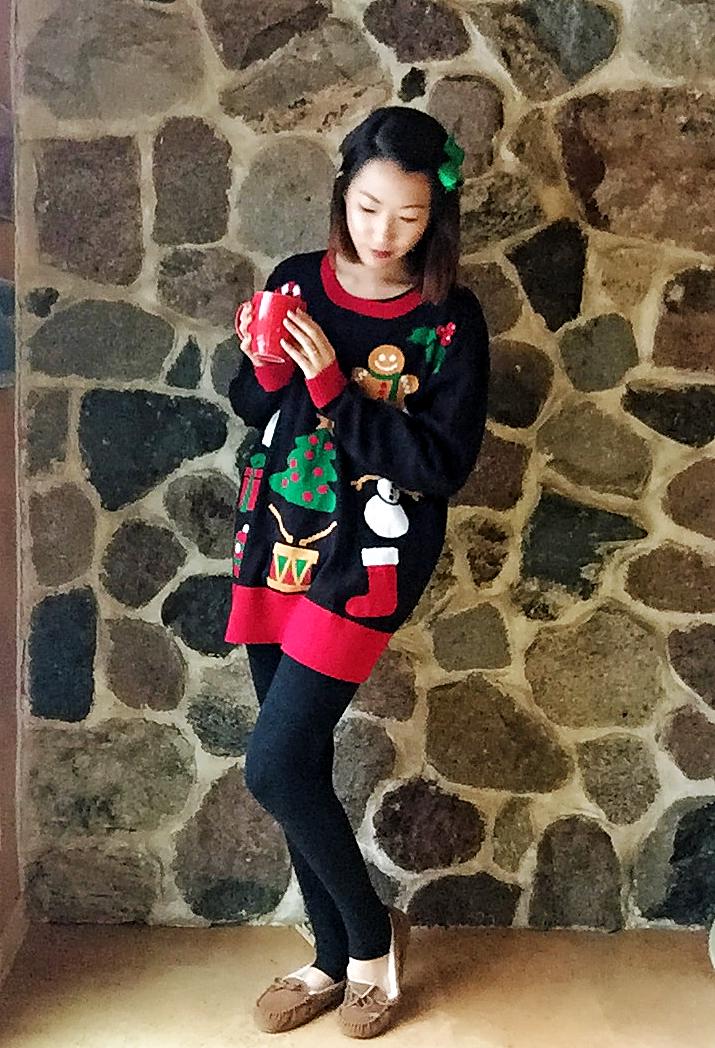 Sweater: Ragstock / Shoes: Target / Bow: Amazon / Lipstick: Revlon Matte Balm in Standout
