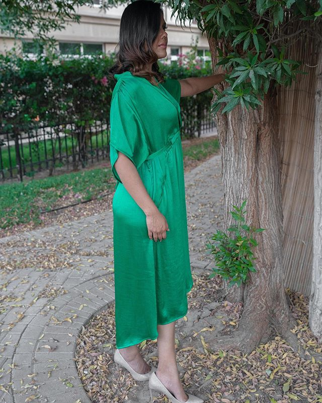 GREEN is the color this season😍. The majestic satin-like sheen of this soft and breezy dress will lend an opulent touch to Ramadan looks. #ramadanstyle