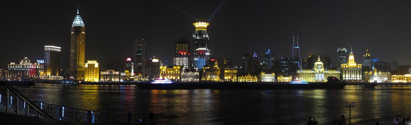 The_Bund,_Shanghai,_2010-12-16_Night_(Panorama).jpg