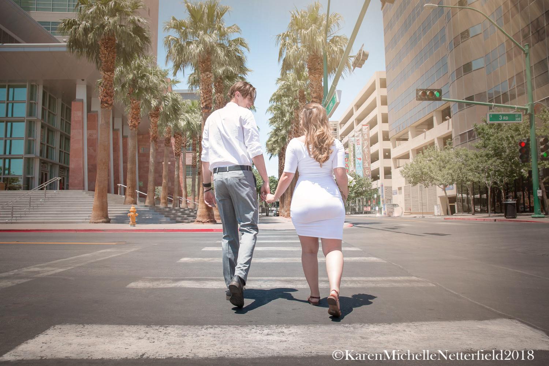 Wedding_DTLV_Downtown_Las_Vegas_Couple_Boardwalk©KarenMichelleNetterfield2017.jpg