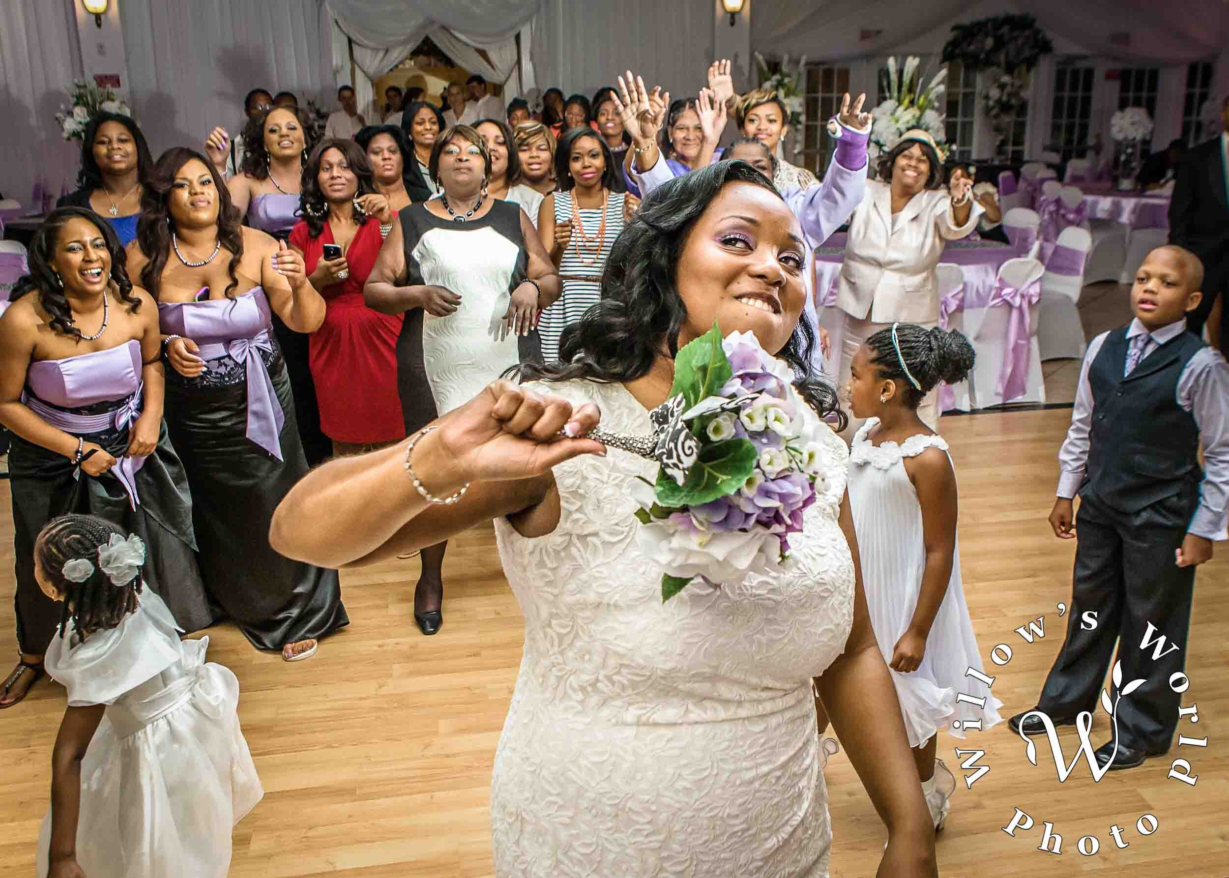 14-Mobile-Alabama-Wedding-Bouquet-Toss-Photo-Willows-World-Photo.jpg