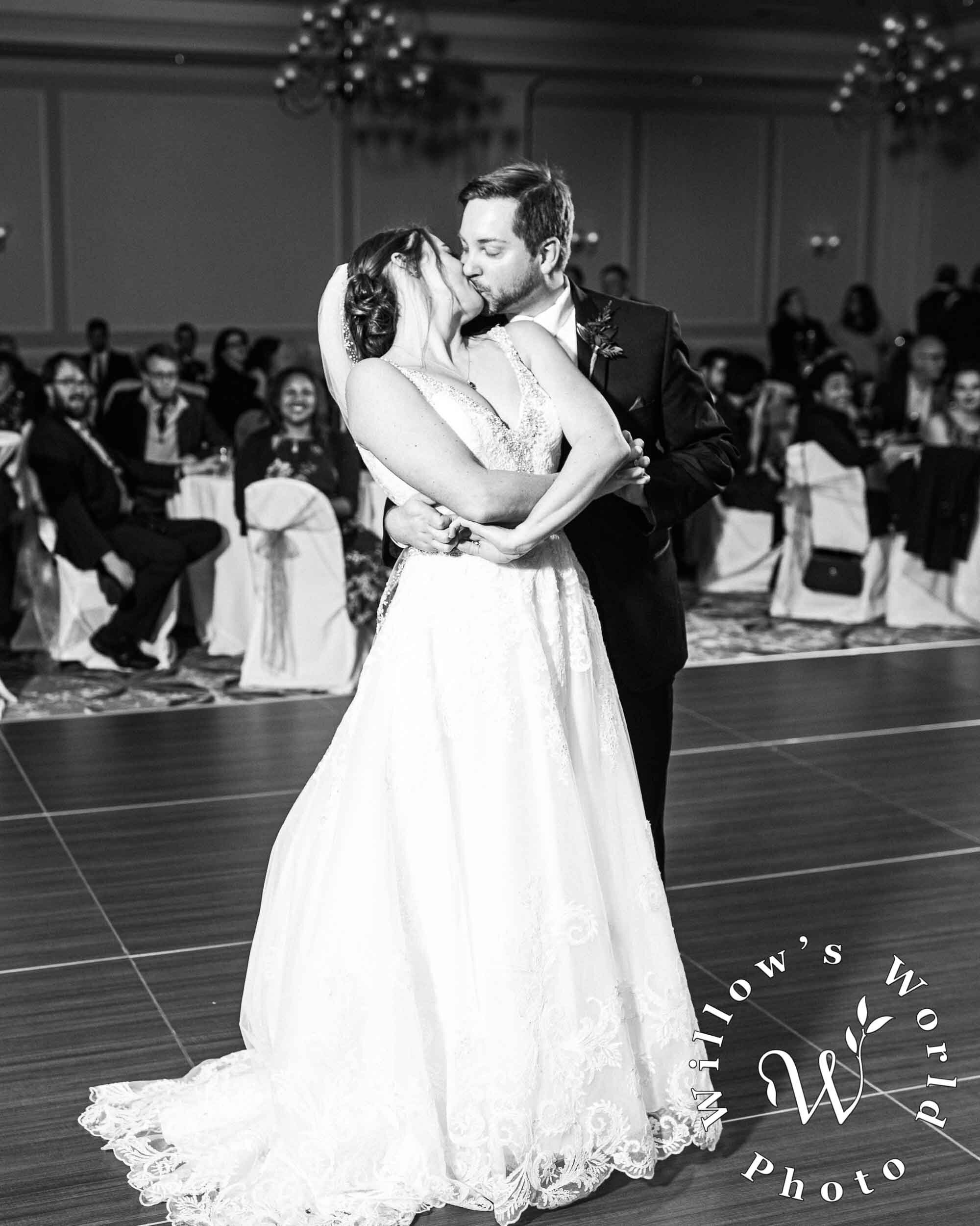 89-Hampton-Inn-Convention-Center-New-Orleans-Wedding-Reception-Photo-Willows-World-Photo.jpg