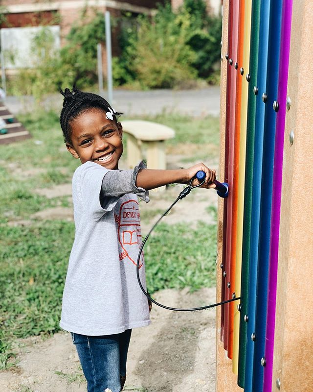 Happy Monday! We hope your day is as joy-filled as this kindergartner's recess playing with our new rainbow chimes 🌈 ♥️ We are so grateful for the teams at @kaboom and @dogoodlivewell who made our yard more play-filled and beautiful while we continue to raise money for our full playground! Head to the link in our bio to learn more and chip in! ✨