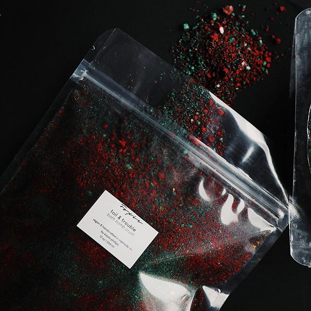 Let's see, we've got blood red 🔪, creepy green 🐍, ultraviolets 😈, sage powder 🌿, and a sprinkle of shimmery gold ✨ That's pretty spooky to me!  Scented with Orange Blossom, Thyme, Dirt, Orange Clove.