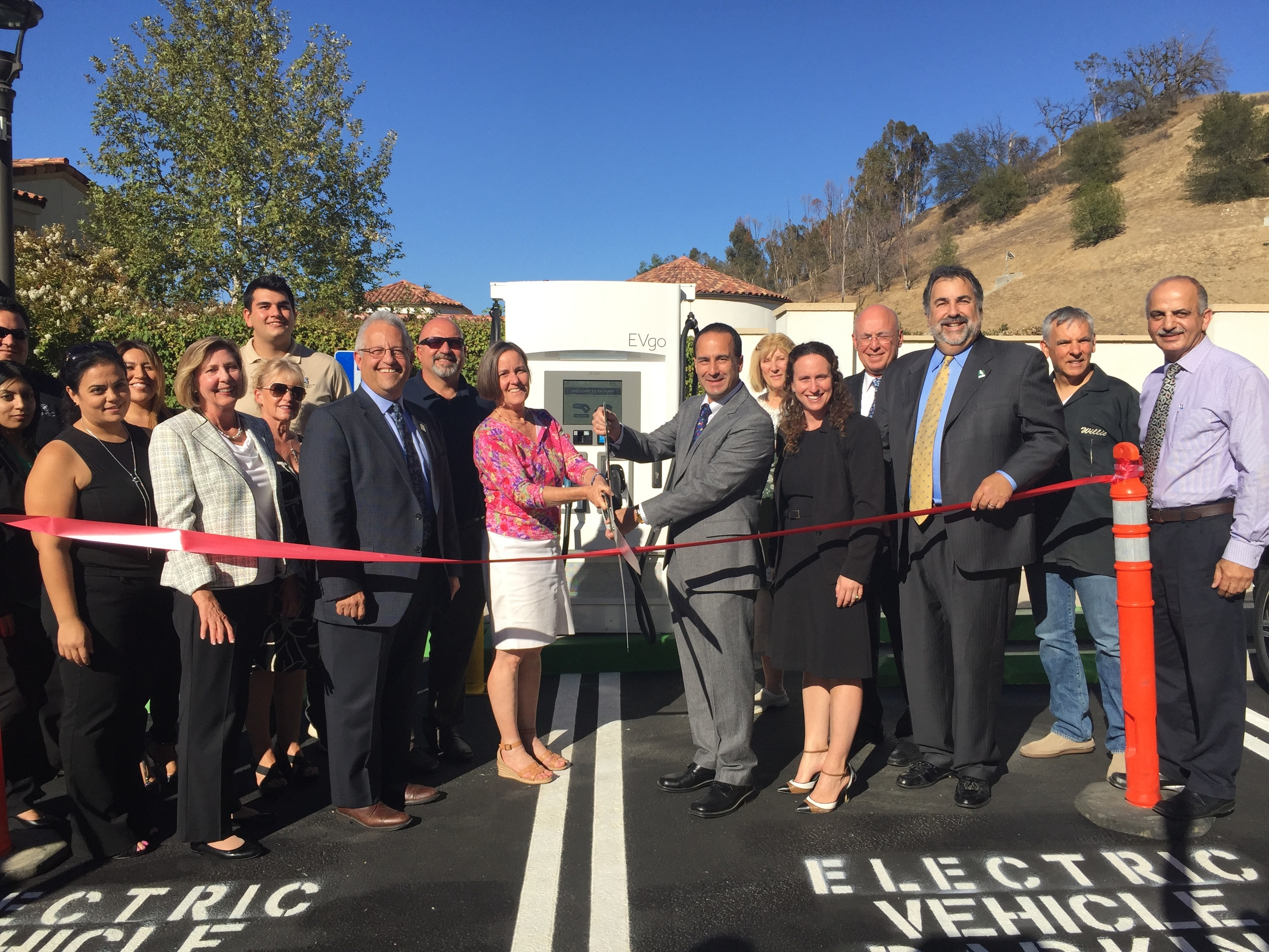 Calabasas Mayor James Bozajian cuts the ribbon at the first DCFC charging station opening on August 10, 2016 along with partners from the South Coast AQMD, NRG evGO, and the City of Calabasas.