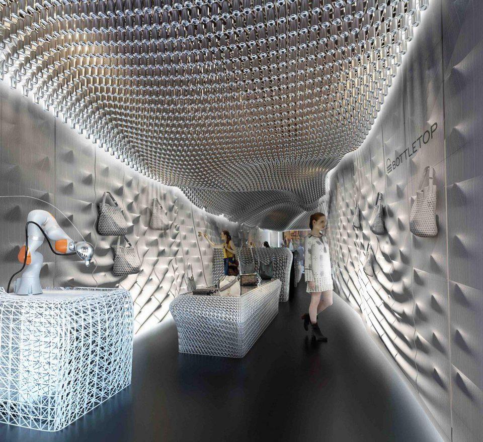 Le magasin phare de Bottletop à Londres. Le motif des murs et du plafond est fait de filaments recyclés, entièrement fabriqués à partir de déchets plastiques. Photo © Bottletop