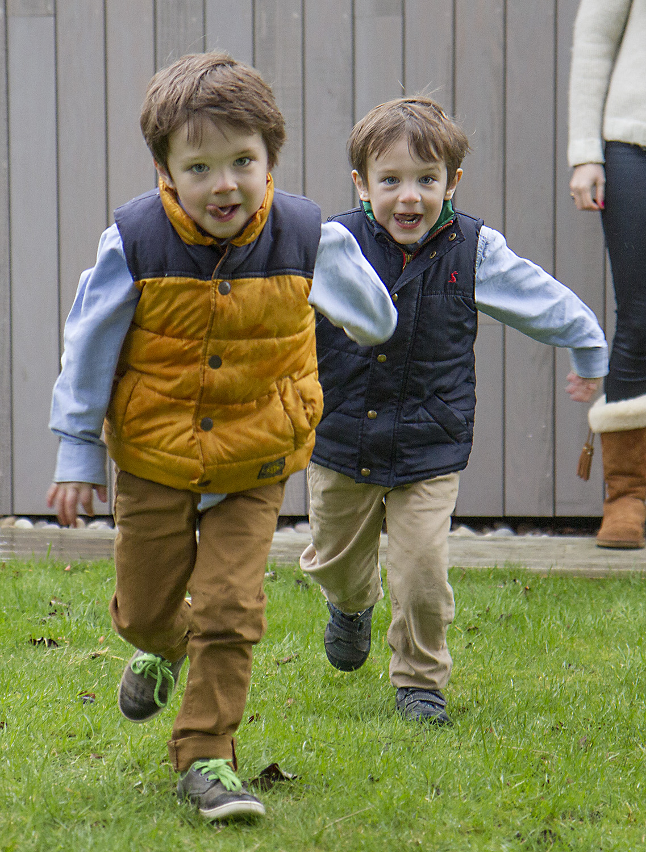 runningboys.jpg