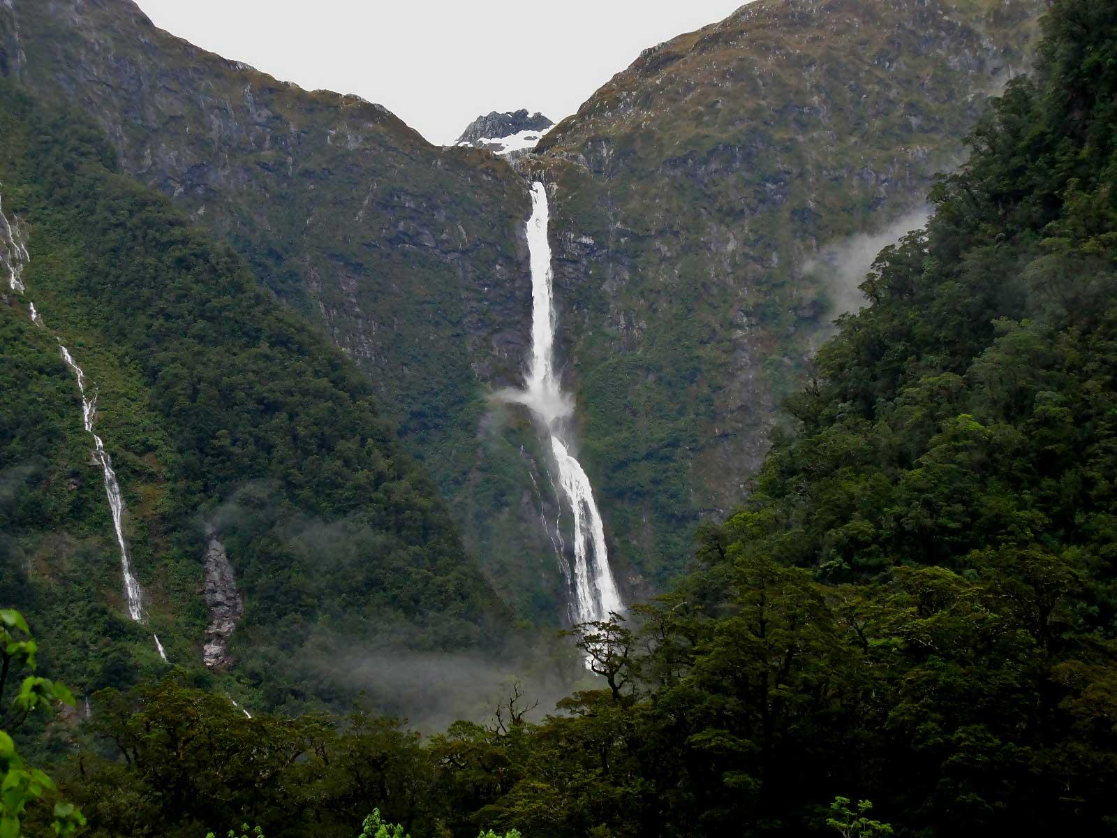 Sutherland Falls.jpg