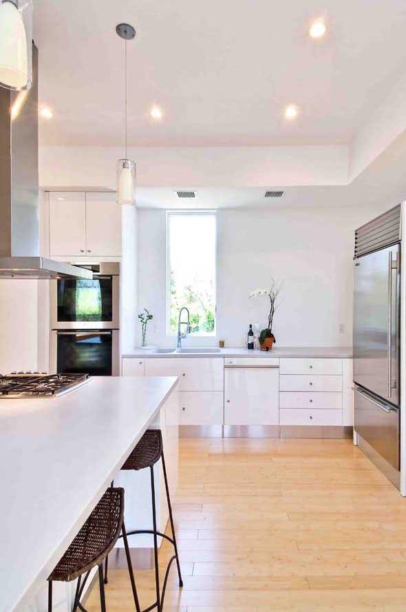 Hampton_Design_Montauk_contemporary_kitchen_01.jpg