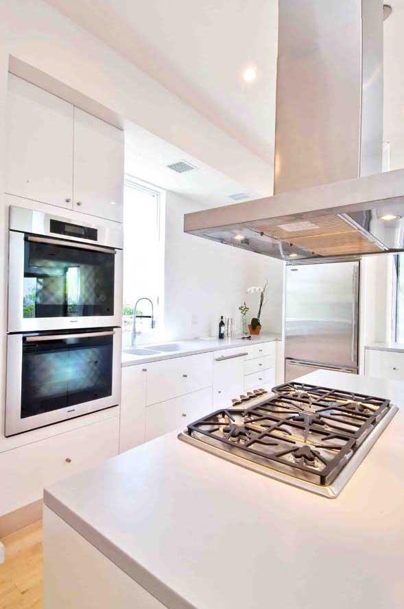 Hampton_Design_Montauk_contemporary_kitchen_03.jpg
