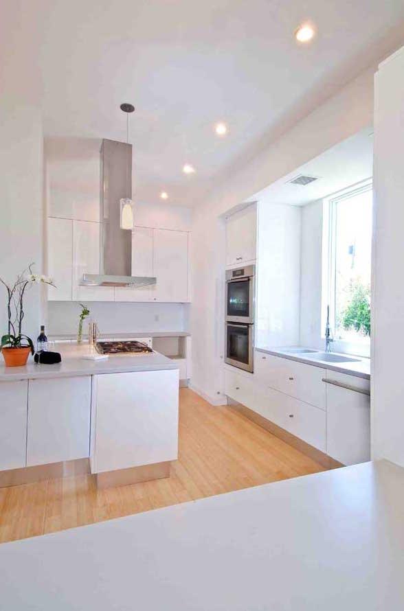 Hampton_Design_Montauk_contemporary_kitchen_04.jpg