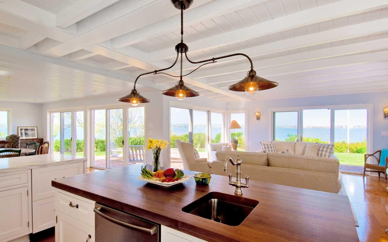 Hampton_Design_Montauk_Waterfront_Kitchen_01.jpg