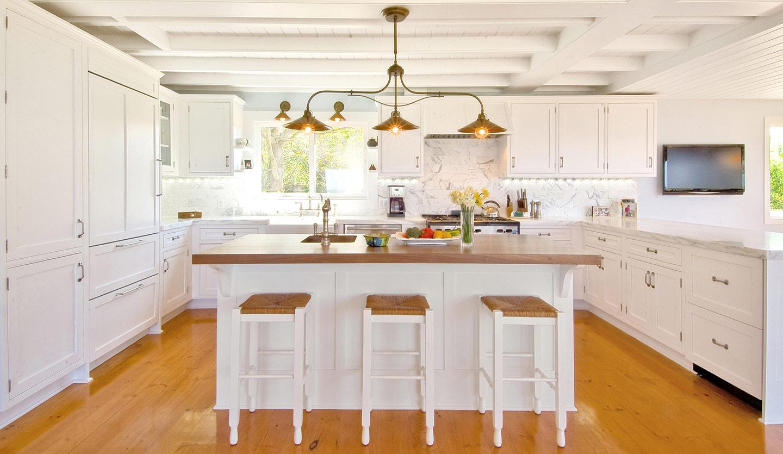 Hampton_Design_Montauk_Waterfront_Kitchen_02.jpg