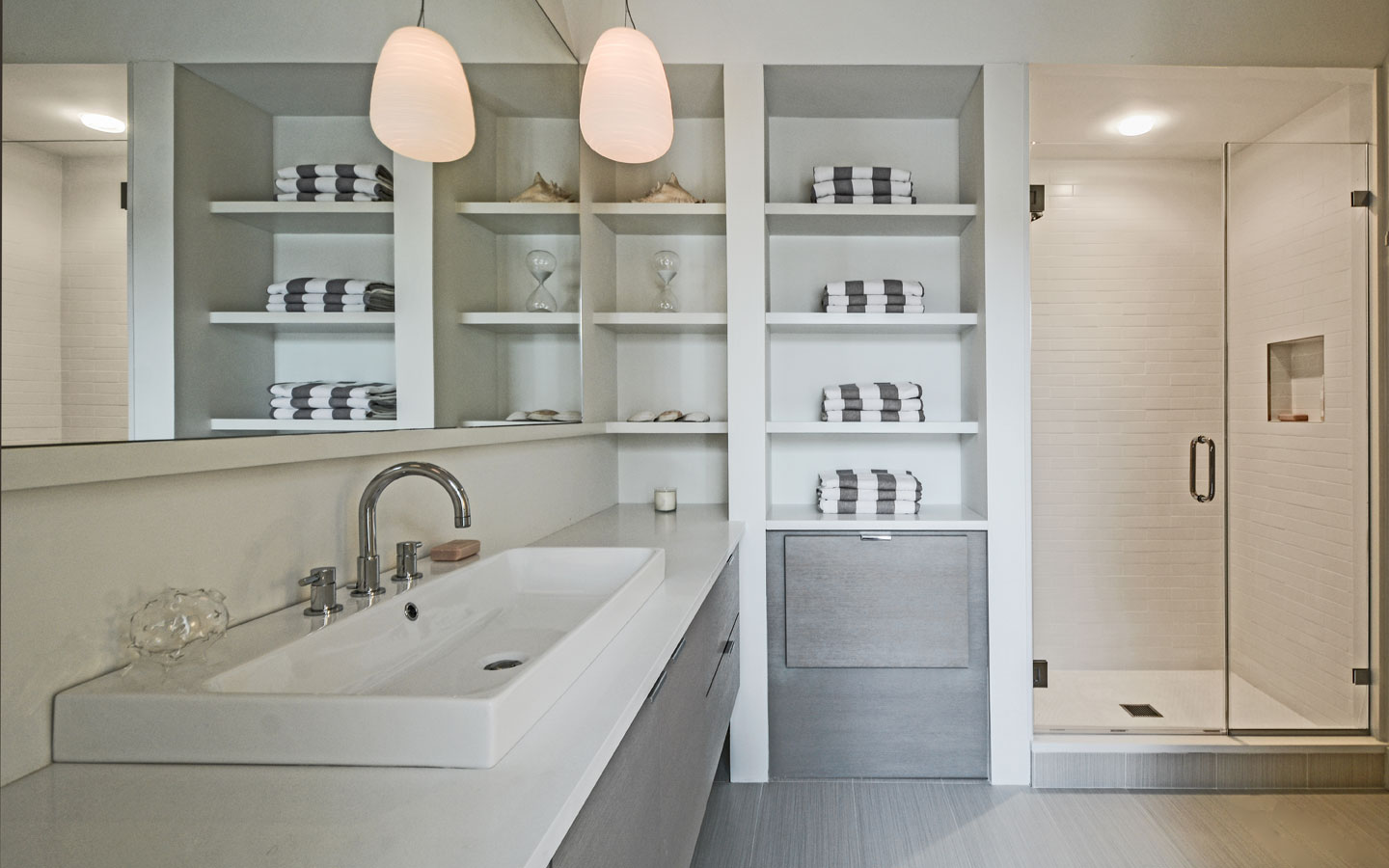 Hampton_Design_Sag_Harbor_Modern_Bath_04.jpg