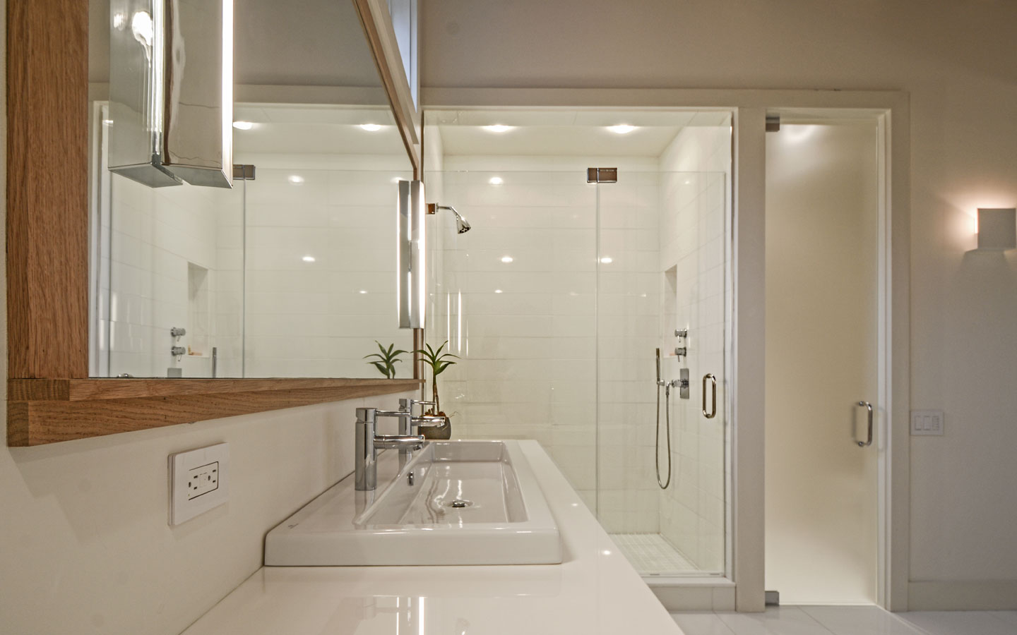 Hampton_Design_Sag_Harbor_Modern_Bath_02.jpg