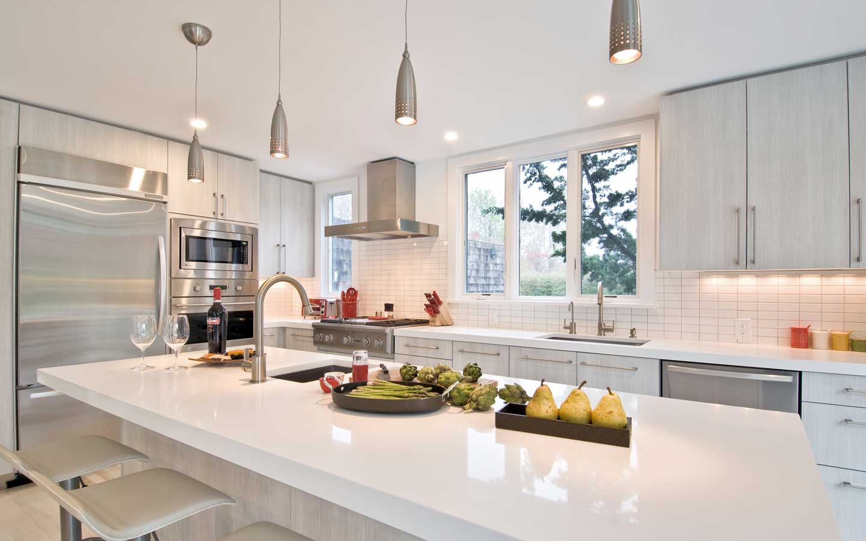 Hampton_Design_East_Hampton_contemporary_kitchen_02.jpg