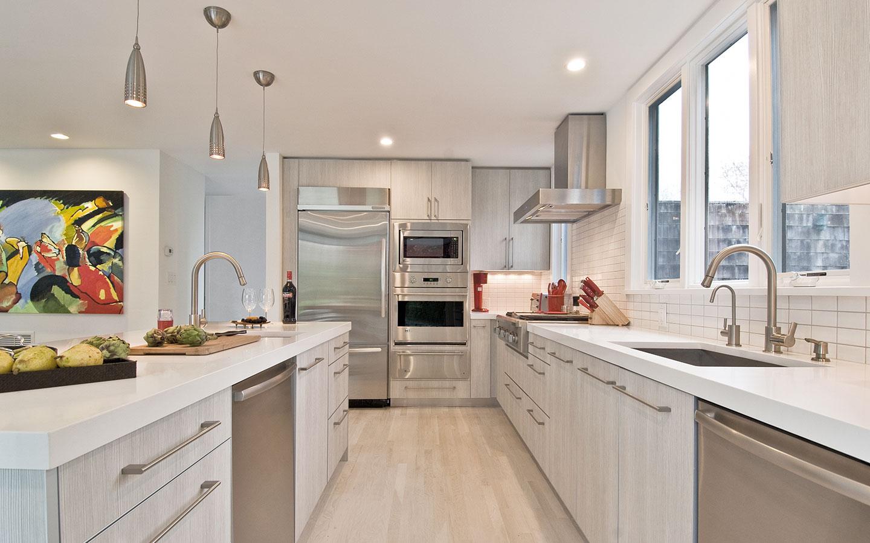 Hampton_Design_East_Hampton_contemporary_kitchen_03.jpg