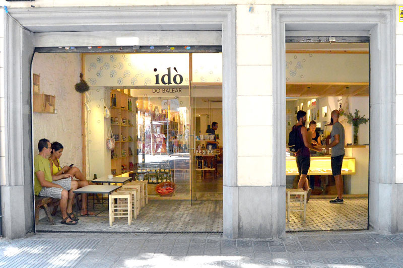 "4 p.m. :  Idò Balear  ""Grab your taste of the Balearic islands here: wines, digestives, oils and jams."" c/Vilodomat, 43; M: Poble Sec"