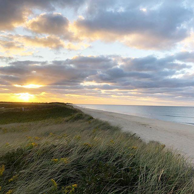 Good morning Fall on Nantucket. Still the same beautiful island, just better rates! #sweaterweather #funtober #bookdirect #smallhotels #nantucket