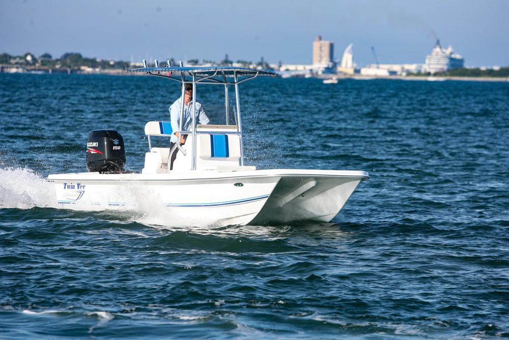 twinvee-power-catamarans-baycat-8.jpg