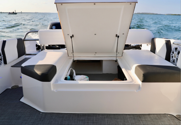 Ski/Wake Board Storage - Lift up the center cushion and your daybed offers a XXL storage for your wakeboards, skis or other toys making this boat the complete package for recreational fun.
