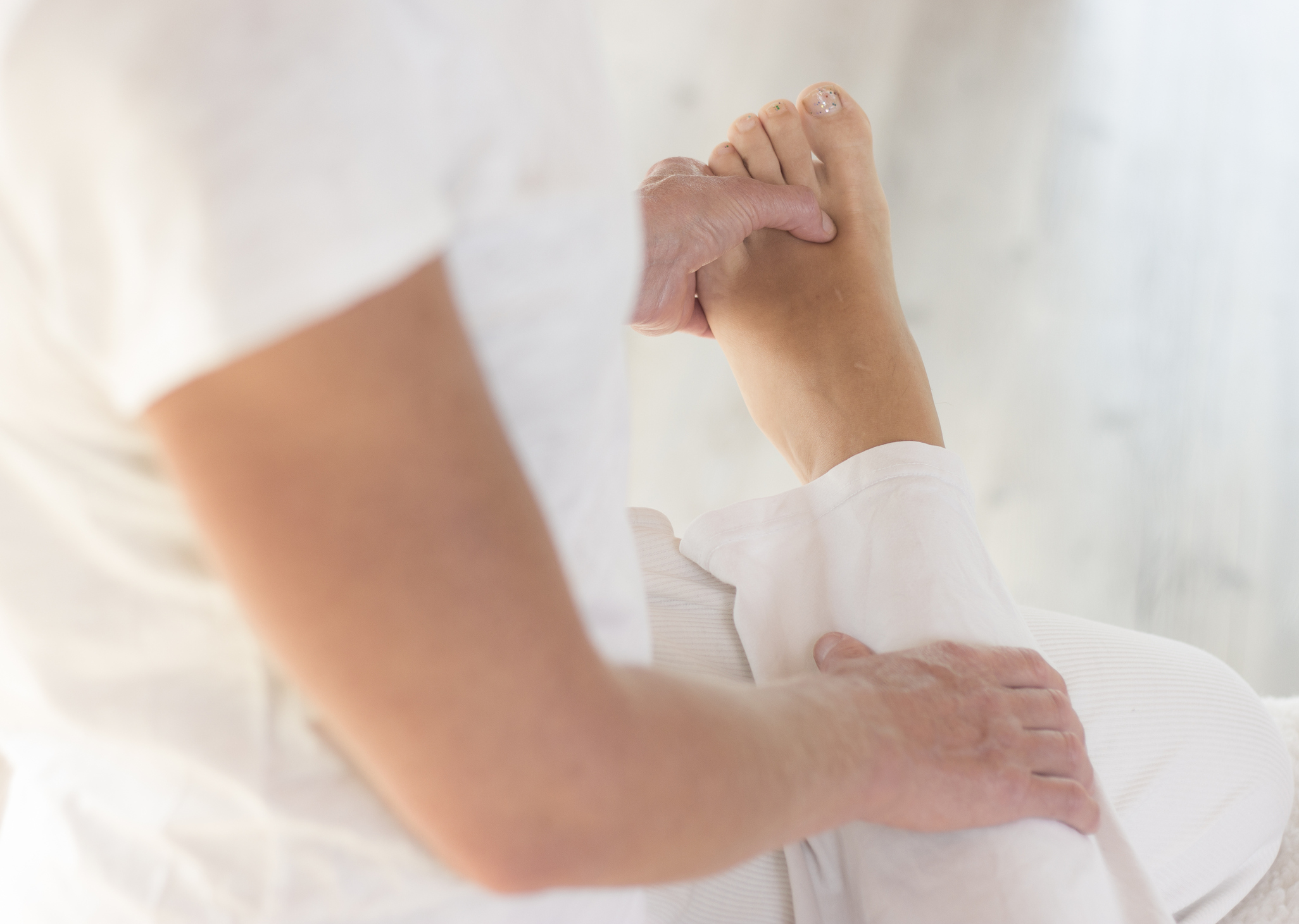 Depending on treatment required techniques can be hands on or off.