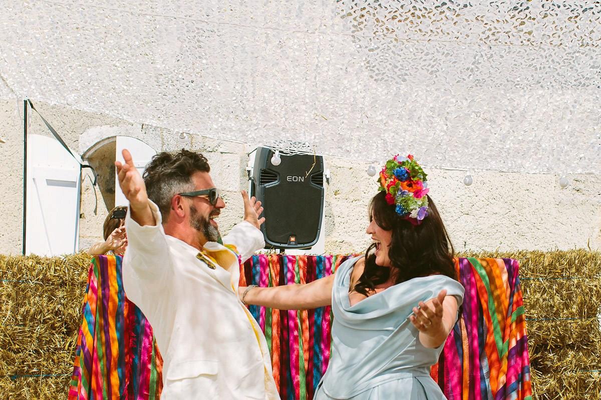 4 halfpenny-london-colourful-french-festival-wedding-43-1.jpg