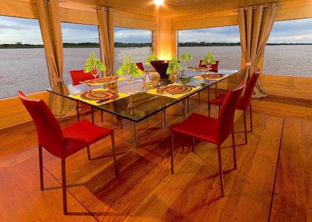 Delfin I: Dining Room